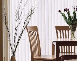 Rèm lá dọc giá rẻ màu trắng giúp phòng thông thoáng , rộng rãi mã RLD 138
